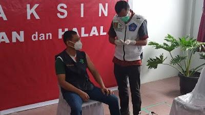 Jadi Orang Pertama di Simalungun Divaksin Corona, JR Saragih: Aman, Tak Ada Reaksi