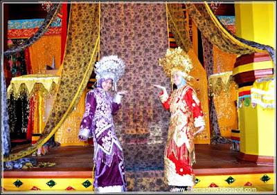Pakaian adat Minang Kabau