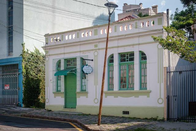 Uma casa na Ângelo Sampaio