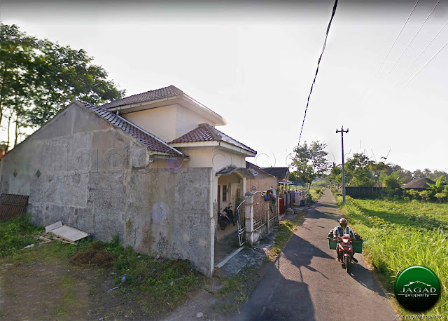 Rumah dekat Kampus PPPPG Kesenian jalan Kaliurang Km 13