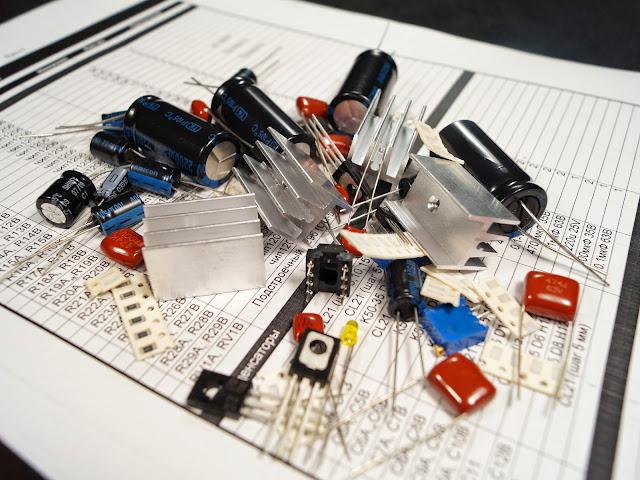 Комплект деталей набора усилителя для наушников на OPA2134.