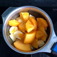 Morceaux de fruits avant cuisson