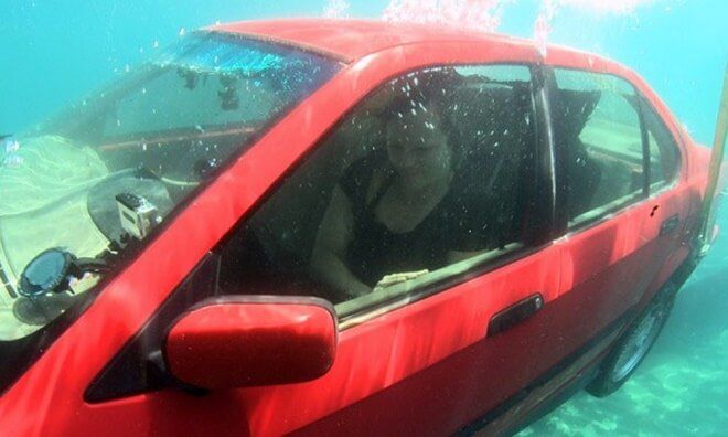 The Easiest Way To Escape A Sinking Vehicle. Knowing This Might Save Your Life Some Day