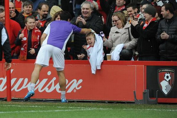Luis Suárez gives his warm-up shirt to young Liverpool fan