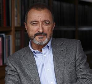Biografía Arturo Pérez-Reverte