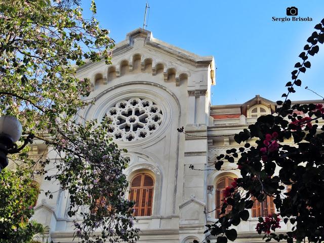 Close-up da fachada da nave central do Colégio Nossa Senhora de Sion - Higienópolis - São Paulo