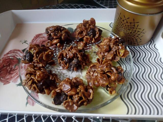 Jezyki bez pieczenia ciastka jezyki domowe jezyki jezyki na zimno ciastka z orzechami ciastka z czekolada ciasteczka z platkow kukurydzianych ciastka z platkow corn flakes ciastka z rodzynkami