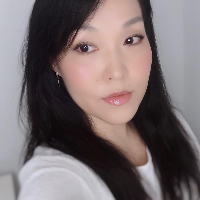 feminine pinky nude makeup look