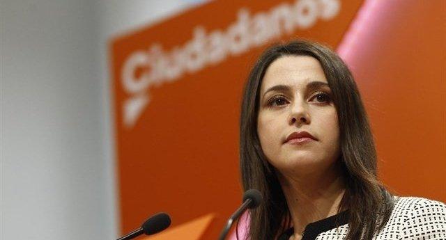"""Arrimadas: """"No somos como Podemos o el PSOE que le da igual si gobiernan con un partido manchado de corrupción"""""""
