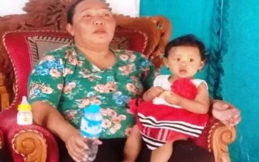 Bayi Nisa yang Memeluk Jenazah Ayahnya Yang Sudah Meninggal Selama 3 Hari