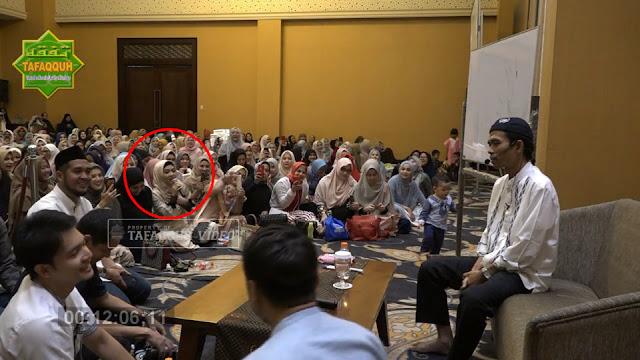 Ekspresi Mengagumkan Ustadz Abdul Somad Saat Syahrini Bertanya