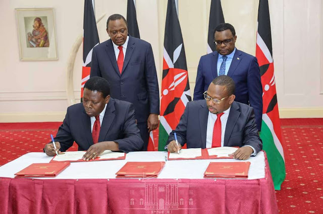 Devolution CS Wamalwa and Governor Mike Sonko sign agreement of handing over Nairobi operations at the statehouse. PHOTO | PSCU