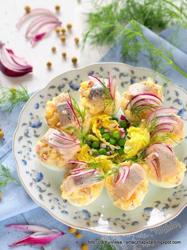 jaja z ziemniakami i ryba, sledz, jajko wielkanocne, jajka z ziemniakiem i sledzikiem, sniadanie wielkanocne, wielkanoc