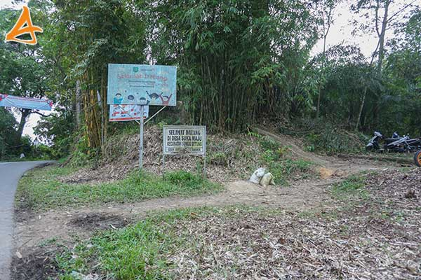Patokkan Pintu Masuk Bukit Rancutn Serukam Bengkayang