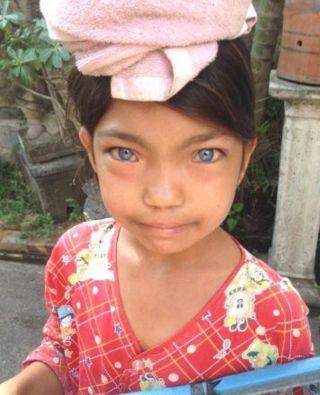 suku bermata biru dari pedalaman indonesia