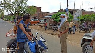 सोशलडिस्टेंसिंग बनाए रखने एवं मास्क व सेनेटाइजर का प्रयोग करने हेतु जागरूक किया -पुलिस अधीक्षक जालौन                                                                                                                                                                                                                                                                                    संवाददाता, Journalist Anil Prabhakar.                 www.upviral24.in