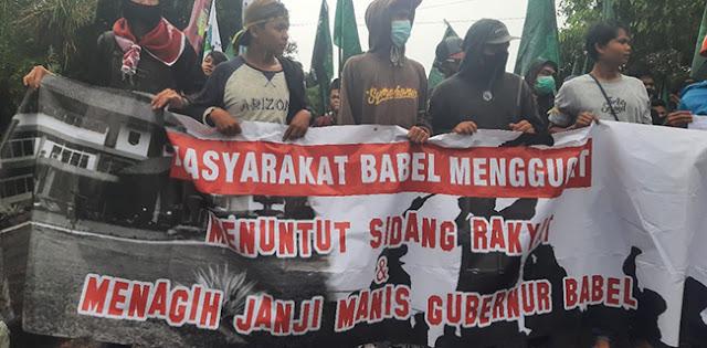 Tagih Janji Kampanye, Ribuan Orang Geruduk Kantor Gubernur Babel