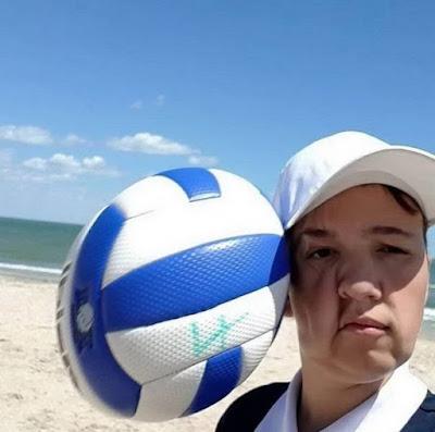 Witzige Urlaubsbilder vom Ball ins Gesicht getroffen