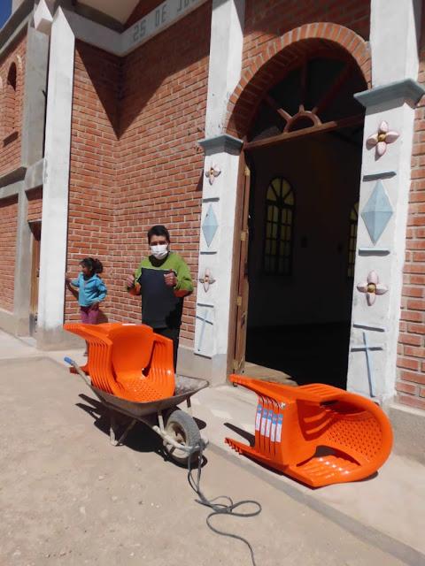 12 neue Stühle für die Kapelle