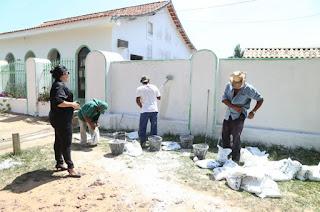 http://vnoticia.com.br/noticia/4084-cemiterios-de-sao-francisco-passam-por-manutencao-para-o-feriado-de-finados