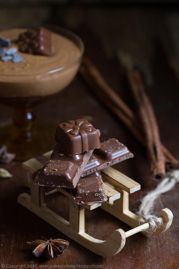 puszysty i kremowy mus czekoladowo-piernikowy