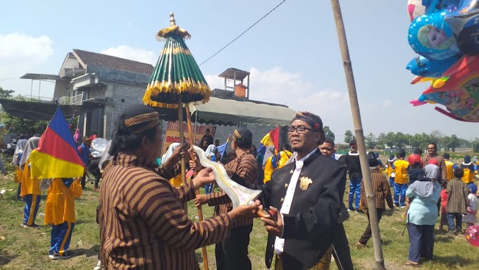 Kirab Tumpeng Madu Desa Bringin Buka Festival Kampung Madu II