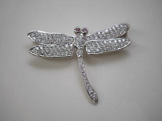 蜻蛉(トンボ)型ブローチをお買い取り致しました K18製ダイヤモンドブローチです