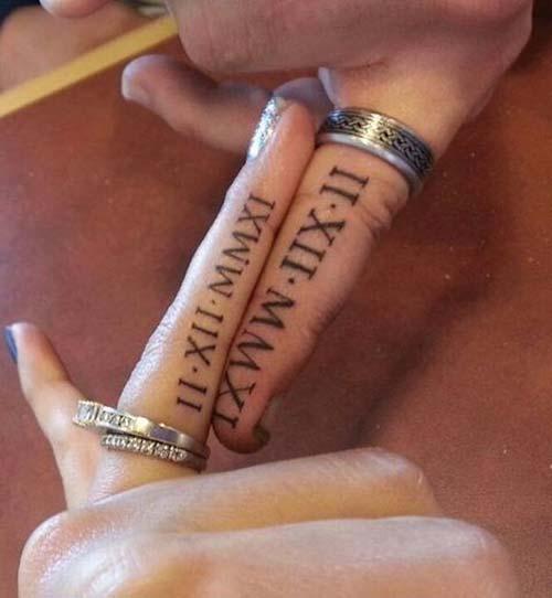 finger roman numeral tattoo for couples sevgili roma rakamı tarih dövmesi yüzük parmağı