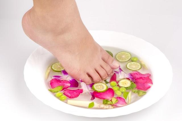 خلطة الليمون لعلاج تشققات القدمين