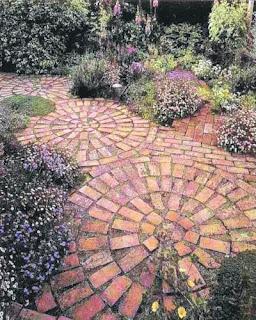 jardín de adoquines