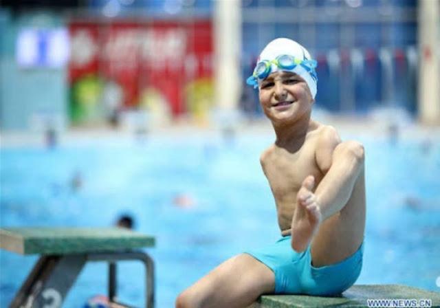 Nadador sem braços de 10 anos ganha título de atleta do ano