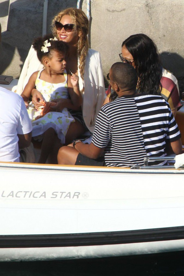 Jay-Z and Beyonce: glamour and relax with their little Blue Ivy!