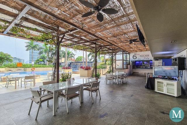 The 6th Pool Bar and Lounge at Novotel Manila Araneta City