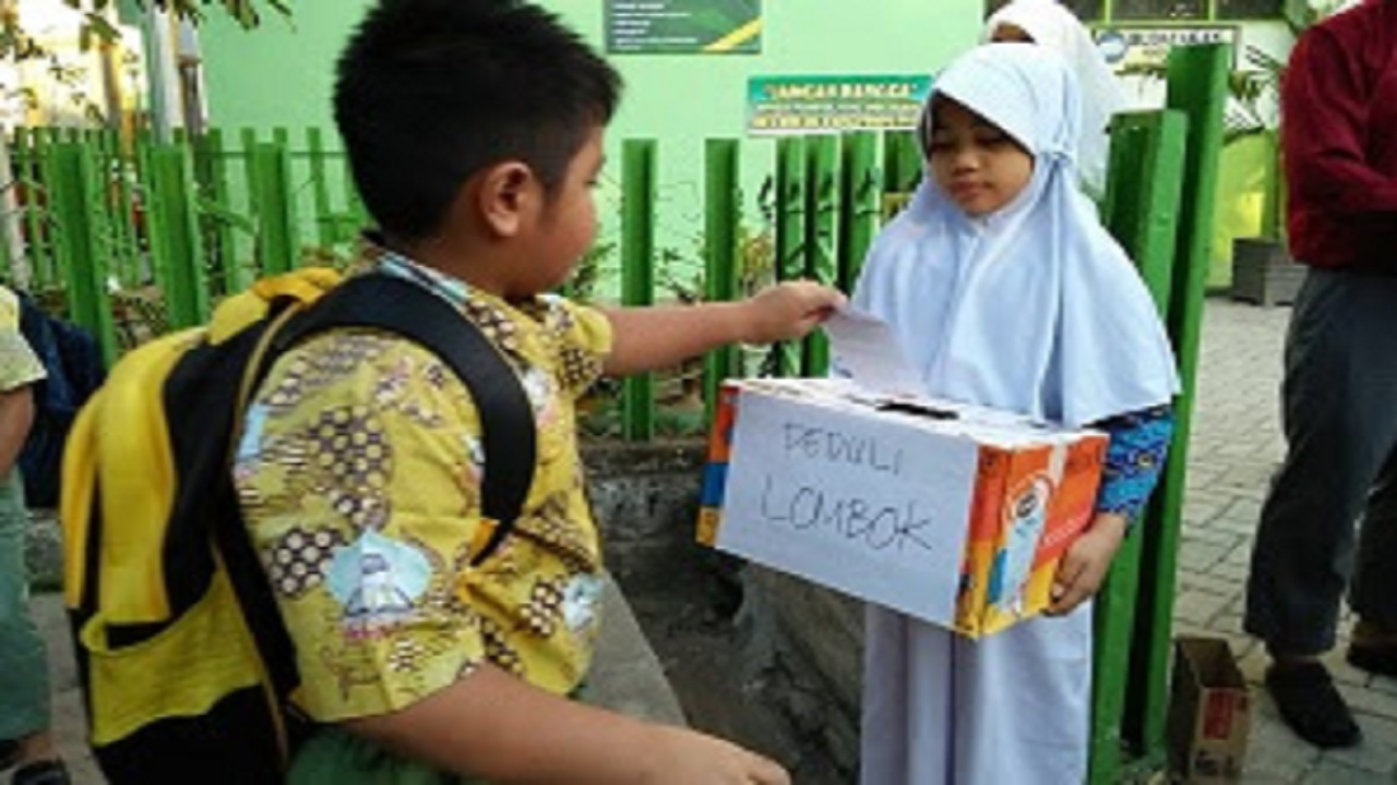 Care Donation Activity By SDIT Ikhtiar Students