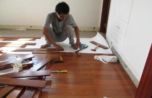 Giá TIỀN công Thợ lắp đặt sàn gỗ, Cách Tính Chi Phí Thi Công Sàn Gỗ Theo m2 moi nhất 2021