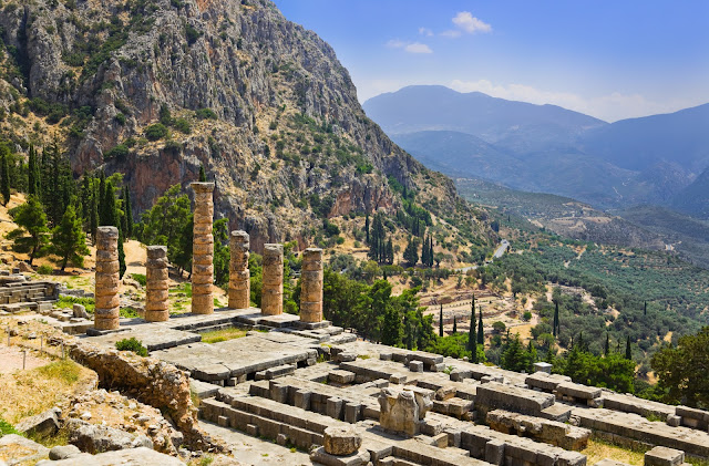 Earthquake faults may have played key role in shaping the culture of ancient Greece