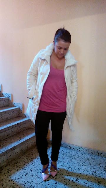 abrigo con cuello de pelo de oasap en color beige crudo. oasap