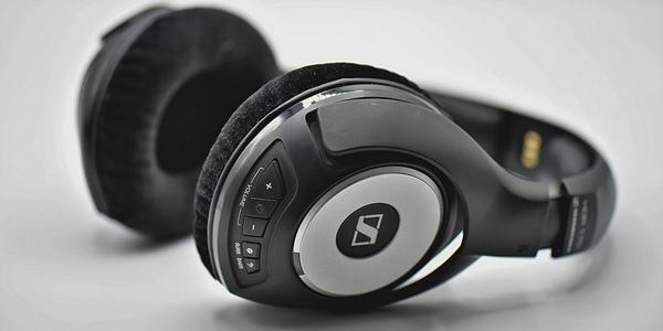 10 Tips Merawat Headphone Bluetooth Agar Tahan Lama Awet
