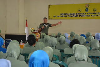 Komandan Korem 162/WB Kolonel Czi Ahmad Rizal Ramdhani saat penyuluhan bahaya radikalisme