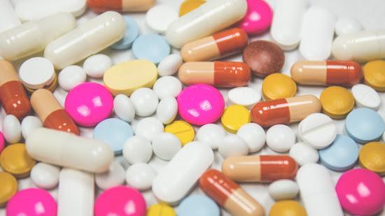 ¿Comprimidos, cápsulas, grageas y píldoras son sinónimos? ¿Cuál es su traducción?