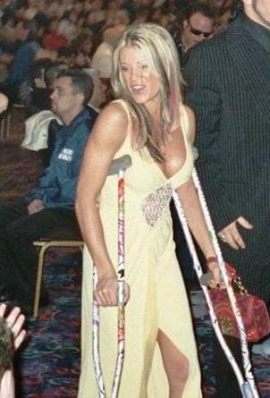 fetish for women using crutches