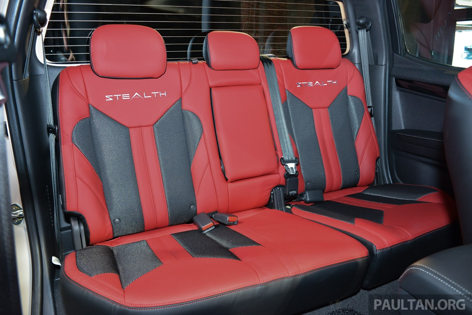 New Isuzu D-MAX Stealth Edition seats