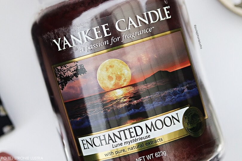 etykieta świecy yankee candle enchanted moon z bliska