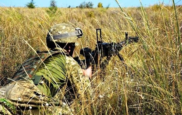 На Донбасі дев'ять обстрілів, поранений військовий