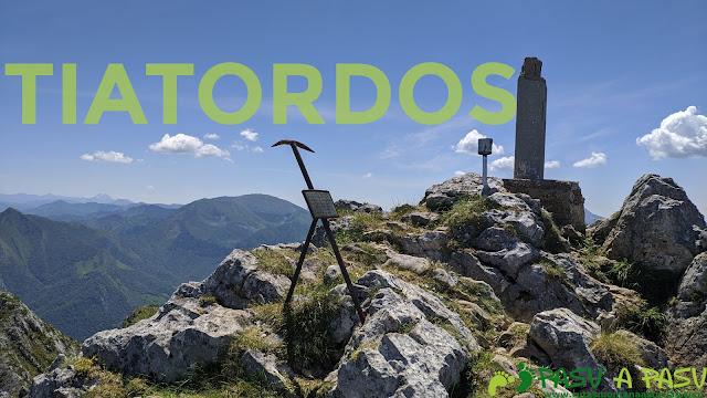 Vértice y buzones en la cima del Tiatordos