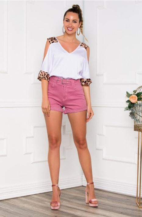 Pantaloni scurti roz cu talie inalta si curea inclusa