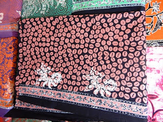 BUDAYA MEMAKAI BATIK DI INDONESIA