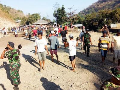 Kodim 1608/Bima, Danramil 01 Rasanae Pimpin  Bhakti Gotong Royong Bangun Lapangan Volly