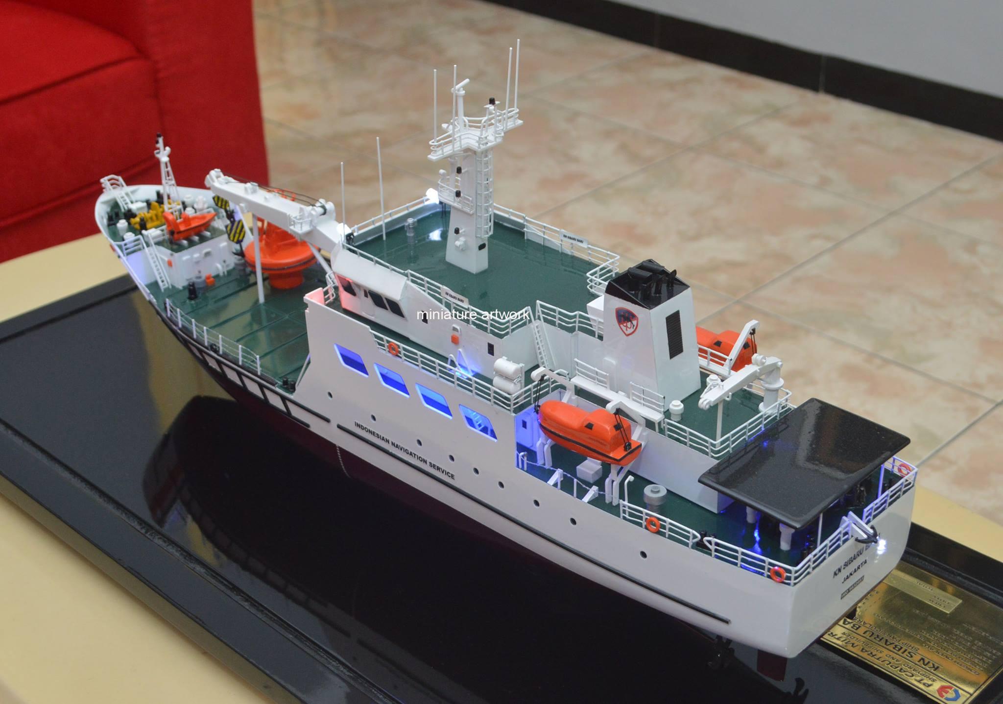 foto gambar miniatur kapal kn sibaru baru hubla navigation ship buoy laying vessel terbaru