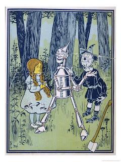 Ilustración de W.W. Denslow del libro del 1900 The Wonderful Wizard of Oz, muestra a Dorothy junto a Espantapájaros y el Hombre de Lara